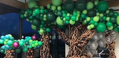 træer lavet i balloner
